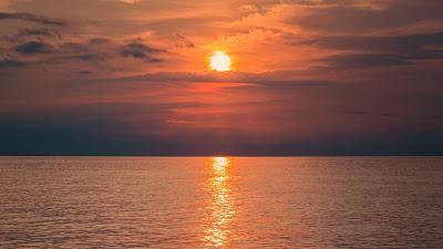 Plano de Fundo Lindo Pôr do Sol no Mar Visto da Praia