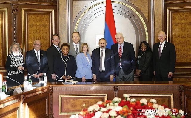 Pashinyan pide impulsar relaciones con Estados Unidos