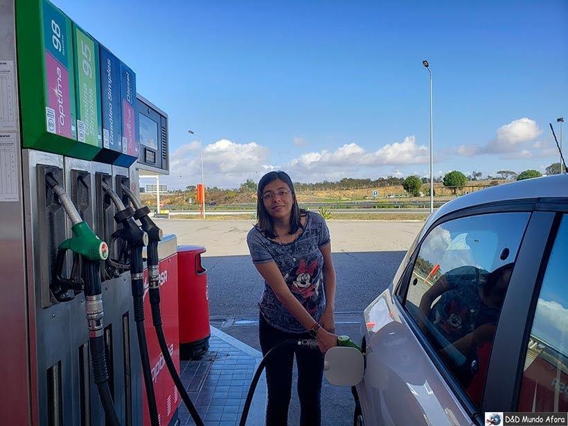 Abastecendo o carro em Portugal - Dirigir em Portugal: GUIA COMPLETO para viajar de carro em Portugal