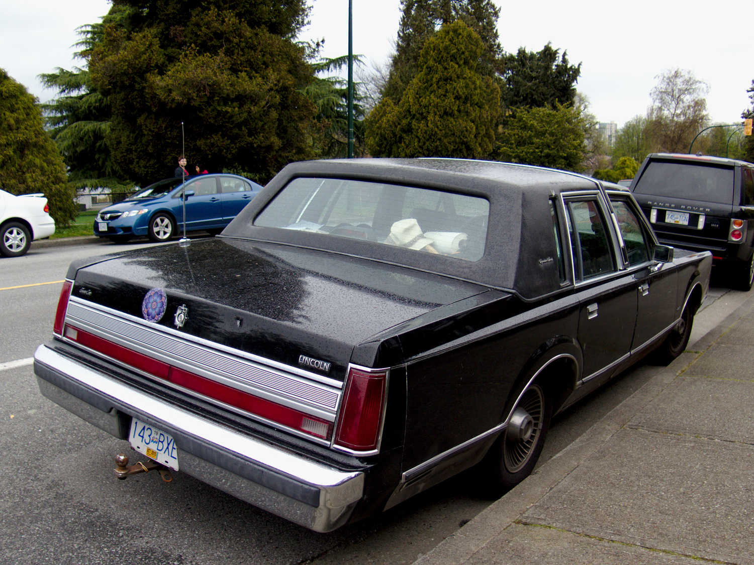 old parked cars vancouver 1988 lincoln town car. Black Bedroom Furniture Sets. Home Design Ideas