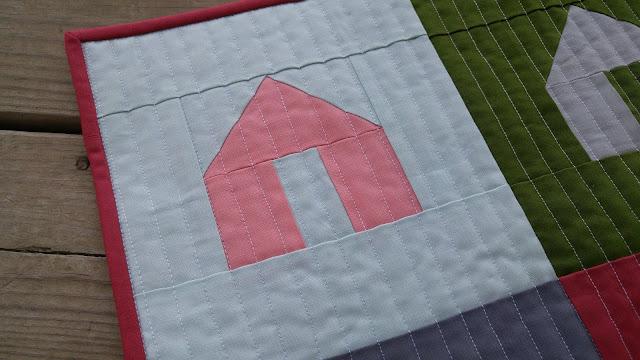 house mini quilt