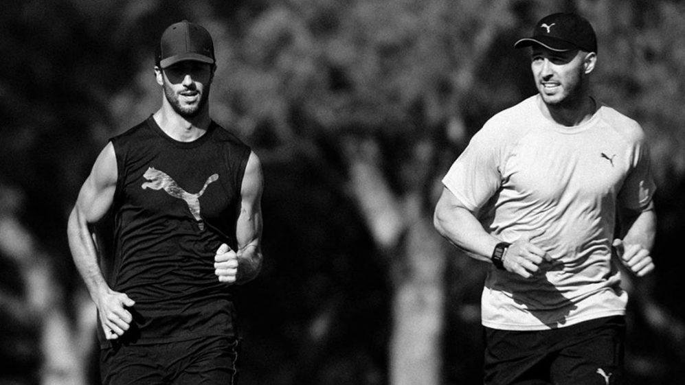 Uma foto do Instagram de Ricciardo mostrando-o correndo com o treinador Michael Italiano