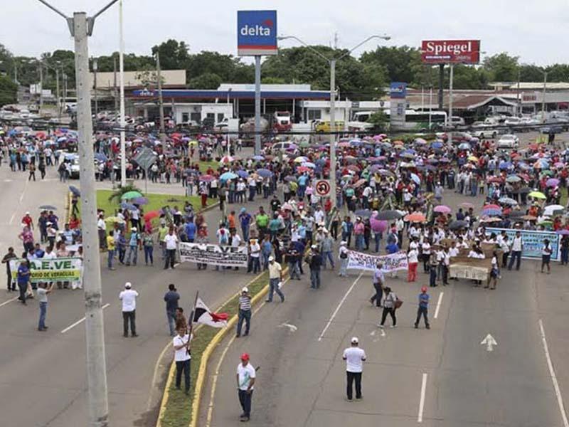 Maestros panameños en huelga dialogarán con el gobierno