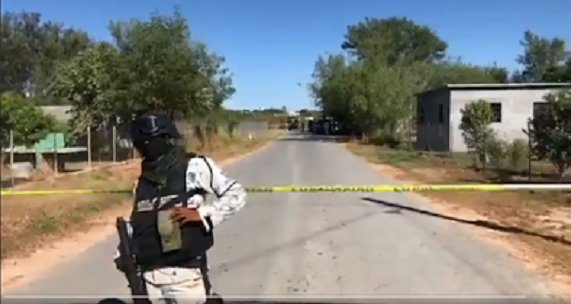 Video; Con 2 Carros Monstruo Zetas del Cártel del Noreste acribillan a ex Militar y Comandante de la policía, ya se había salvado de dos emboscadas