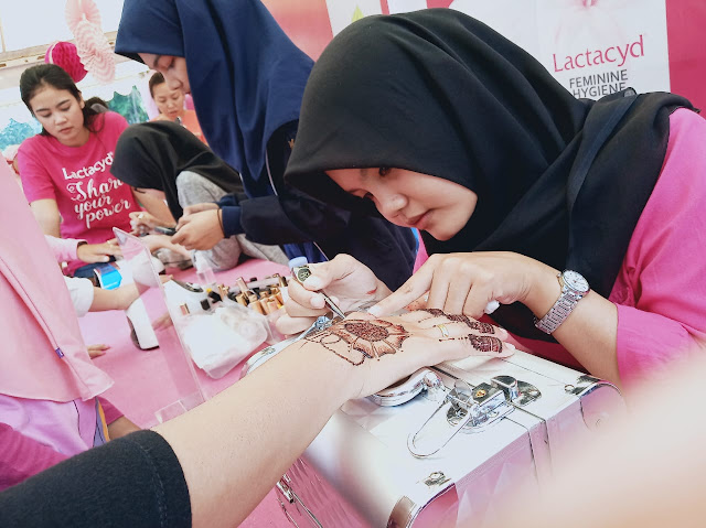 Henna-art-di-event-lactacyd-share-your-power