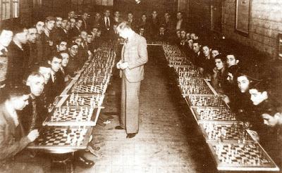 Simultáneas de ajedrez a cargo de Àngel Ribera