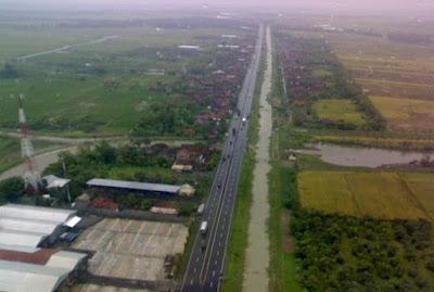 4 Bentuk Pola Pemukiman Penduduk Memanjang (Linier)