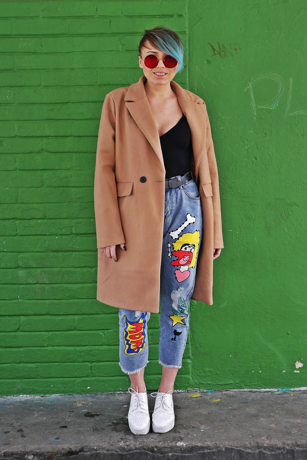 beżowy płaszcz spodnie z naszywkami look stylizacja zaful pastelowe włosy karyn blog modowy