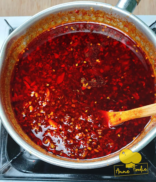 Homemade chili garlic oil (cooking)
