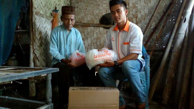 Santunan diberikan oleh Relawan Kemanusiaan Lazismu Jember