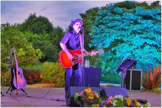 Concierto de Mikel Erentxun en los Íntimos del Jardín Botánico Atlántico de Gijón el 8 de julio del 2016
