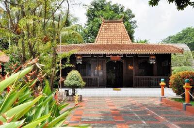 Gambar rumah adat madura (Tenean lanjhan)