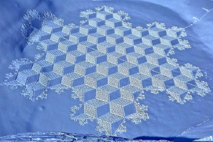 Рисунки на снегу. Simon Beck 22