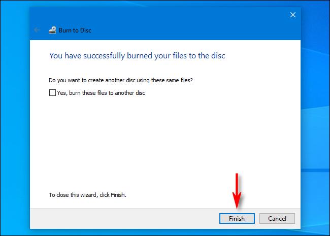 """عند الانتهاء من نسخ الأقراص في نظام التشغيل Windows 10 ، انقر فوق """"إنهاء""""."""