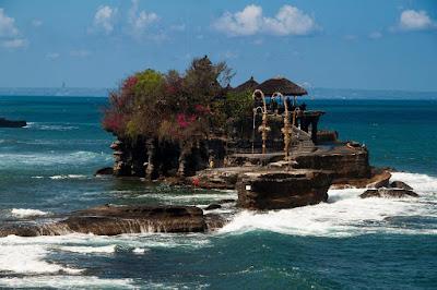 Tempat Wisata Pura Tanah Lot Bali