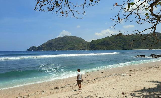 Pantai Wediombo, Tempat Surfing Terbaik di Jogja