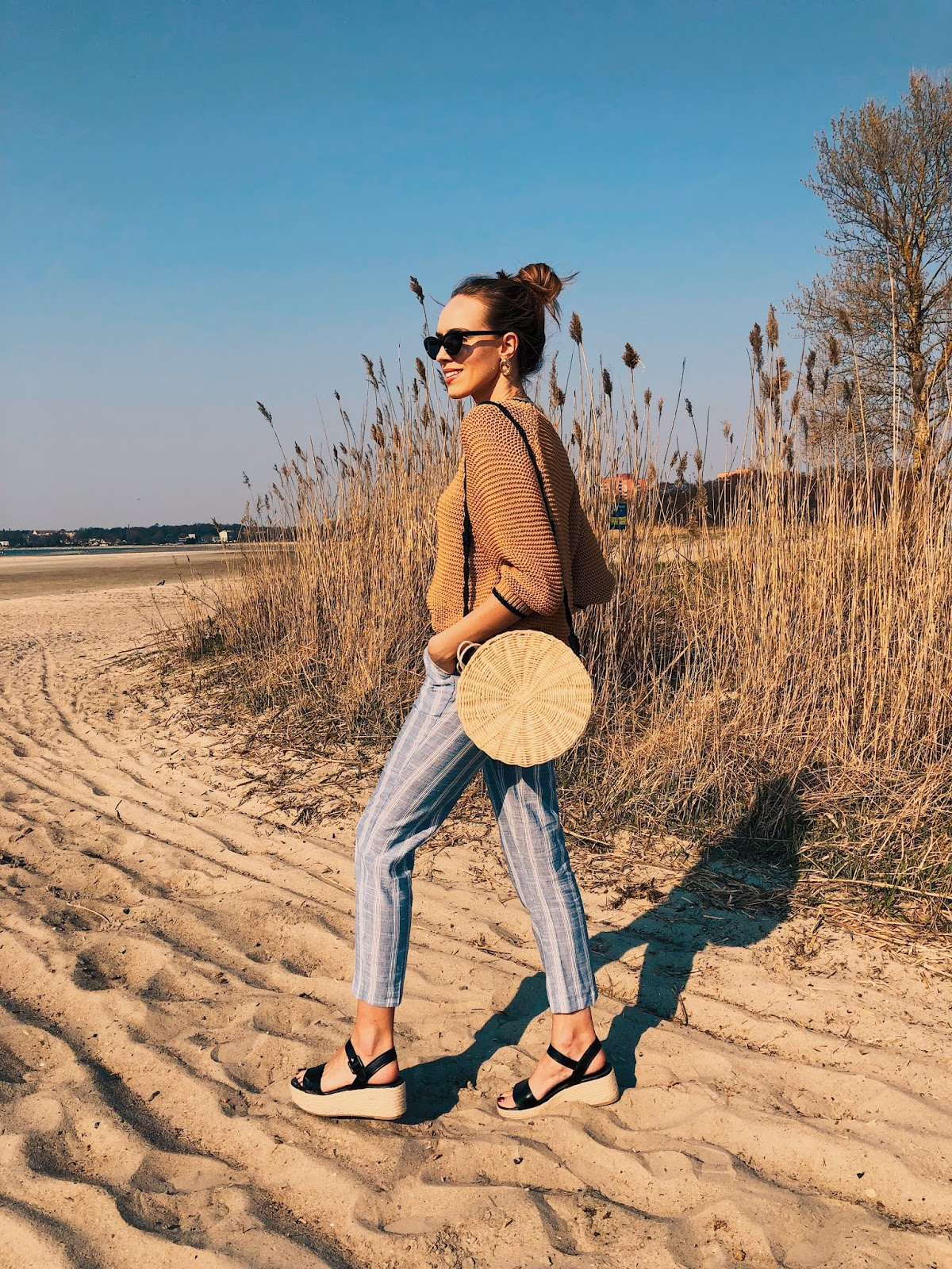 neutral minimal style summer outfit linen pants round rattan bag knit platform sandals