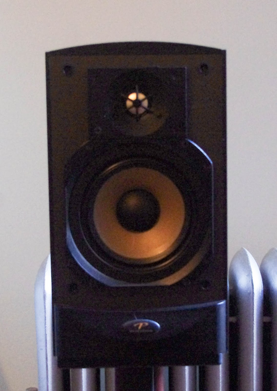 MSV: All time classic Paradigm Reference Studio 20 monitor