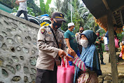 Polsek Gunungsari Salurkan Paket Sembako Kepada Warga Terdampak Covid-19