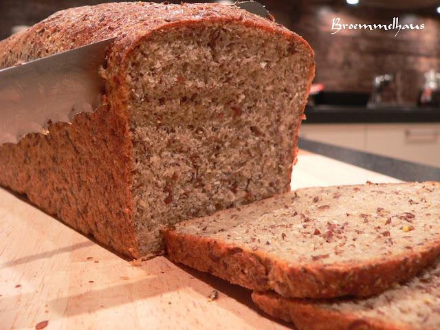 Rezept Kohlenhydratarmes Brot selber backen (von Low Carb Diaet und ketogener Ernaehrung)