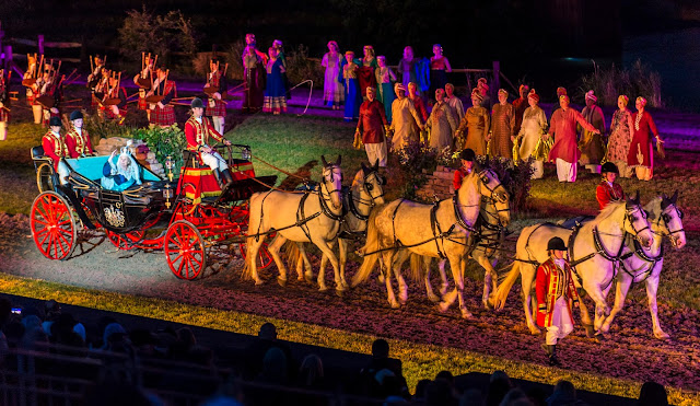 The queen in a horse drawn carriage kynren