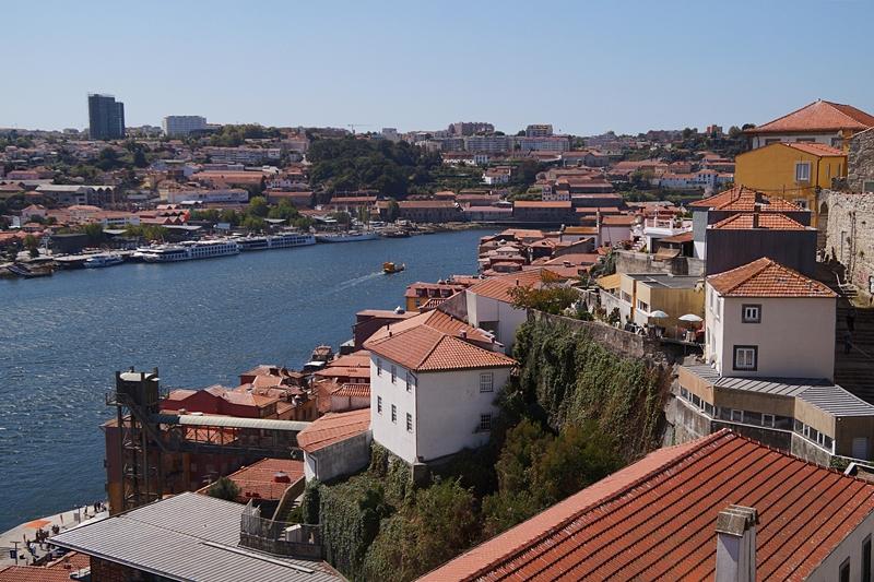 Blick von der Ponte Dom Luís I auf Porto