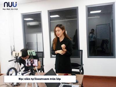 Lớp học livestream tại NUU