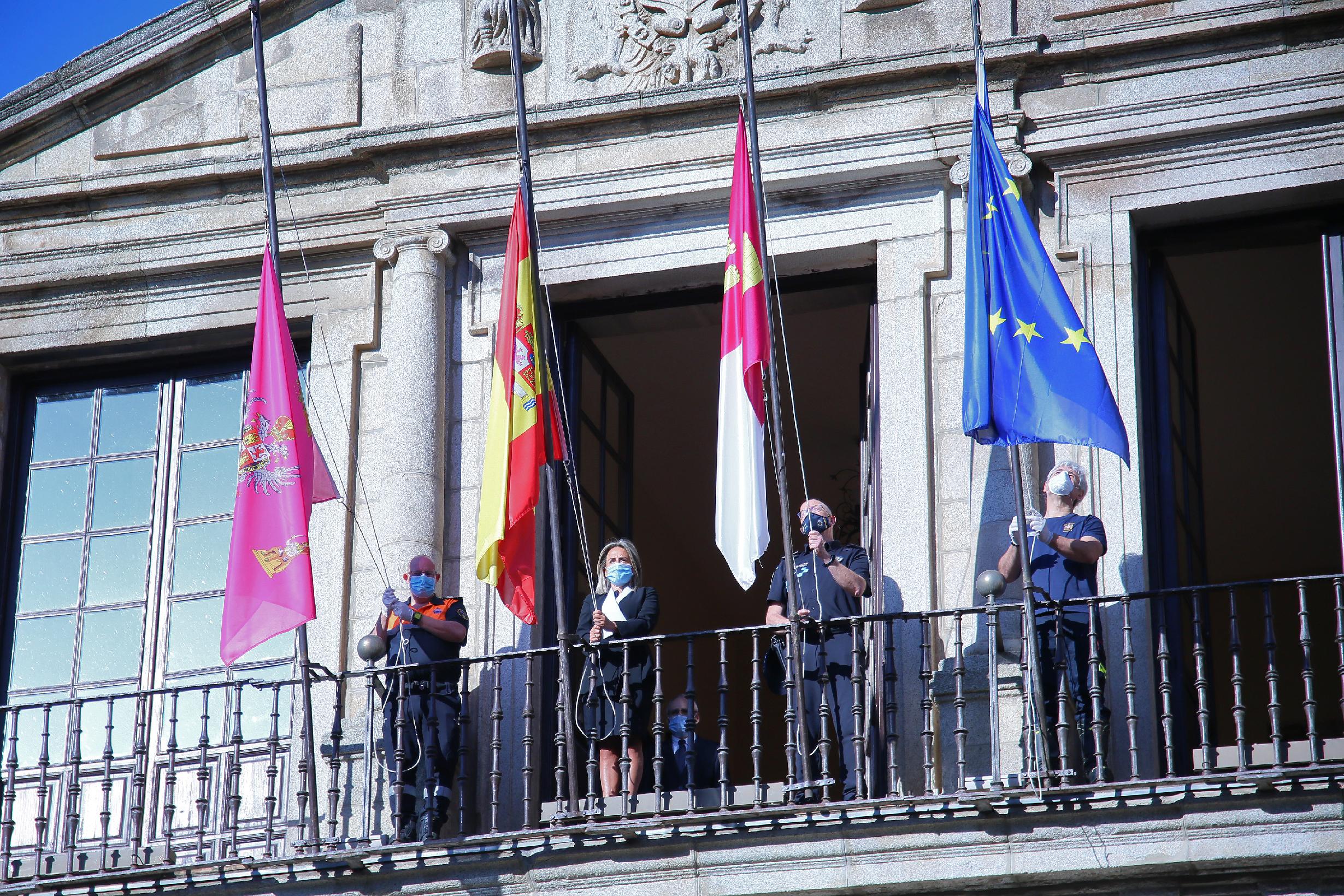 Banderas a media asta en Toledo.