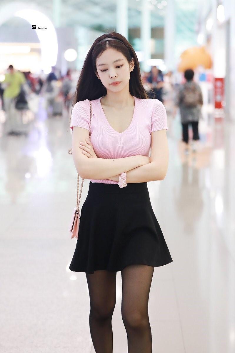 블랙+핑크 입은 제니