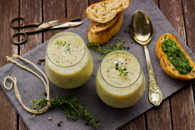 Kartoffelcremesuppe mit Rucola-Crostinis