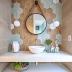 Lavabo contemporâneo com mix de revestimentos hexagonais cinza e amadeirado na parede e piso!