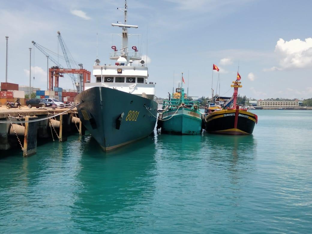 KP Bisma 8001 Korpolairud Baharkam Polri Amankan Dua Kapal Ikan Bendera Vietnam