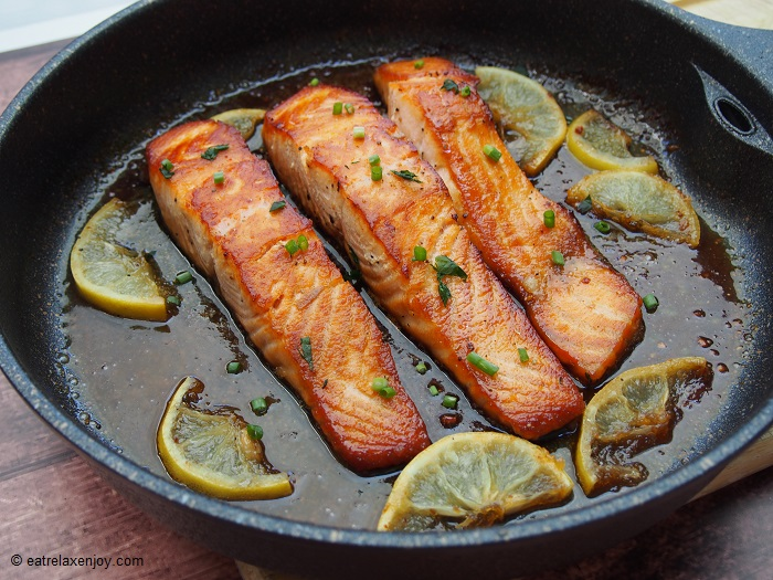 http://food.eatrelaxenjoy.com/2018/08/honey-salmon-recipe.html