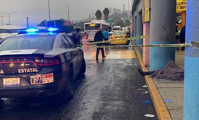 Muere un hombre que se desvaneció en la central de autobuses; el servicio de emergencias no respondió