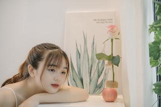 woman-model-pose-style-flower