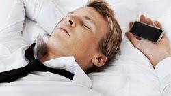 tidur-dengan-gadget