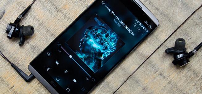 Mendengarkan Musik dari Ponsel yang Sedang Dicas Bisa Sebabkan Kematian?