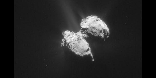 Comet 67P/Churyumov-Gerasimenko on 17 November 2015. (Image: ESA/Rosetta/NAVCAM)
