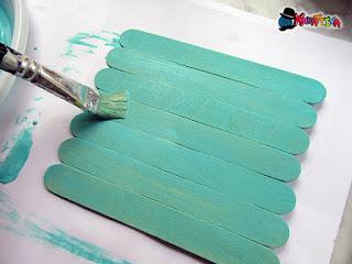 colorare i bastoncini di legno del gelato