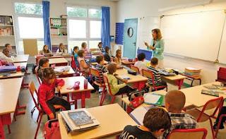 صرف منحة التجهيزات الرقمية للأساتذة بفرنسا