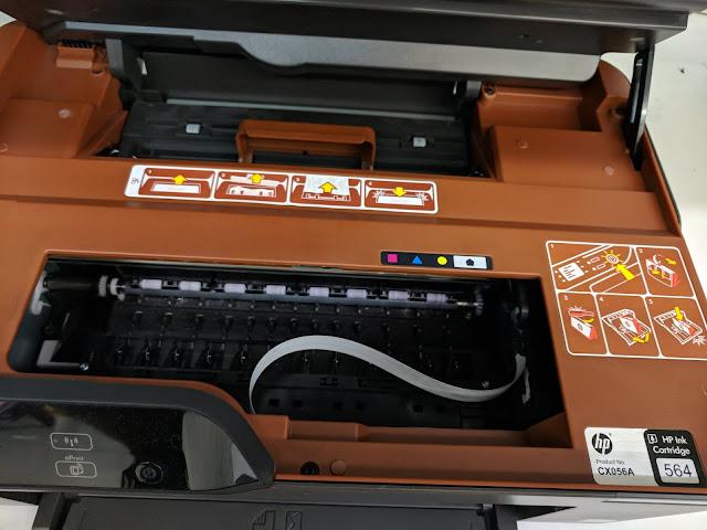 Cartuchos de tinta en impresora de inyección