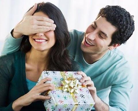 Đàn ông tốt thường là người chẳng bao giờ tặng quà cho vợ