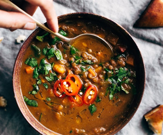 WINTER DETOX MOROCCAN SWEET POTATO LENTIL SOUP (SLOW COOKER) #vegetarian #comfortfood