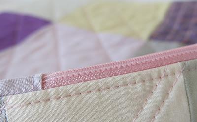 Luna Lovequilts - Heart quilted cushion - Zipper detail