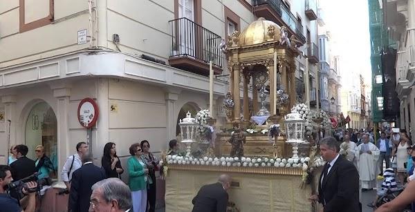 Un Corpus de todo menos Chiquito en Cádiz