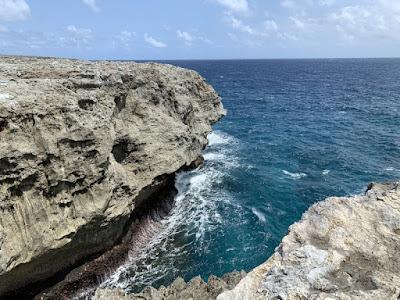 高那崎の断崖絶壁