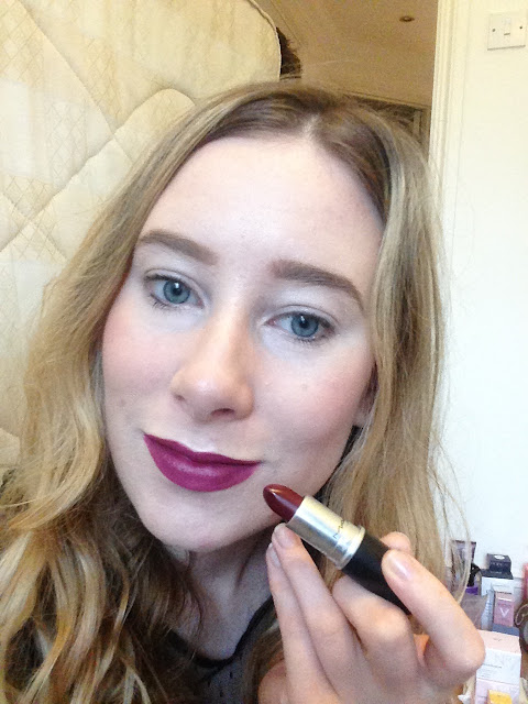 My super easy daily makeup routine step by step http://www.emmasblog.co.uk/2015/11/DailyMakeupRoutine.html