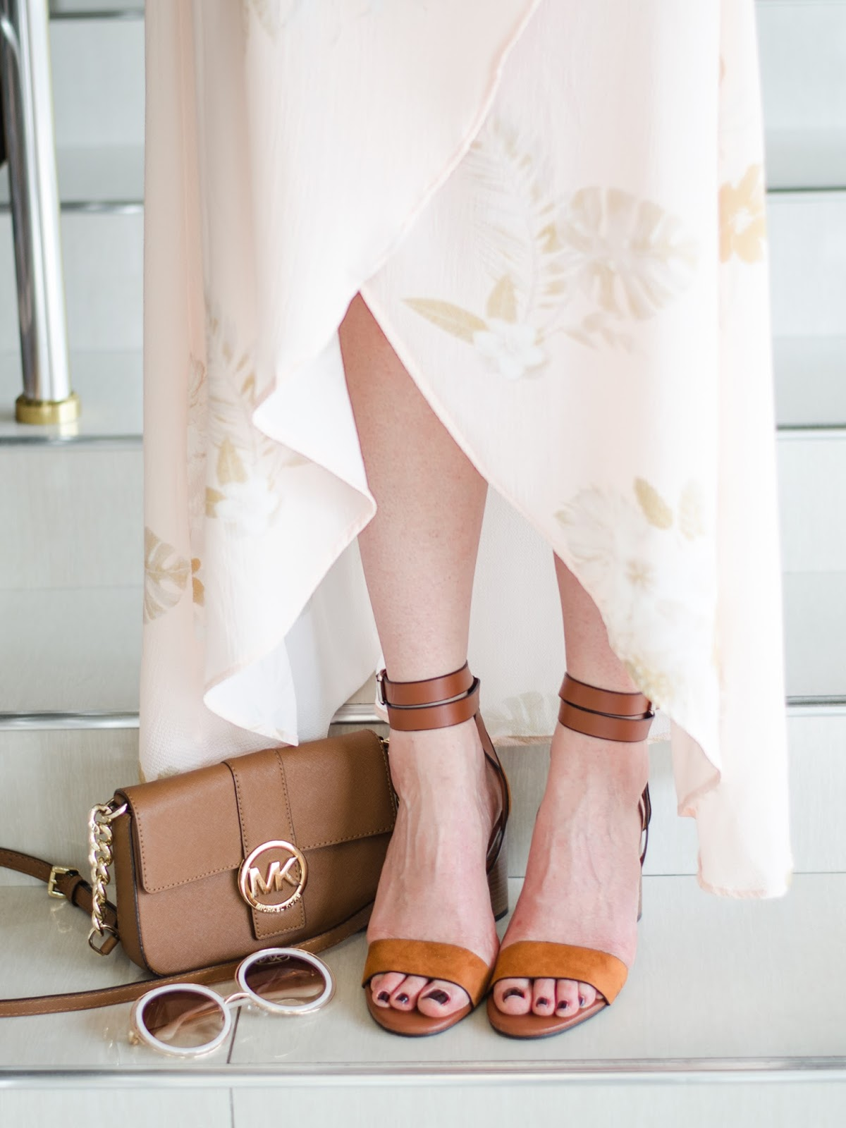 fashion blogger diyorasnotes diyora beta wrap high low dress print chunky heels suede