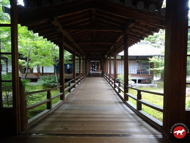 Couloir en bois du temple de Kyoto Kennin-Ji