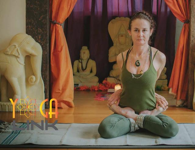 Mỗi ngày một tư thế Yoga || 29 Tư thế hoa sen ôm